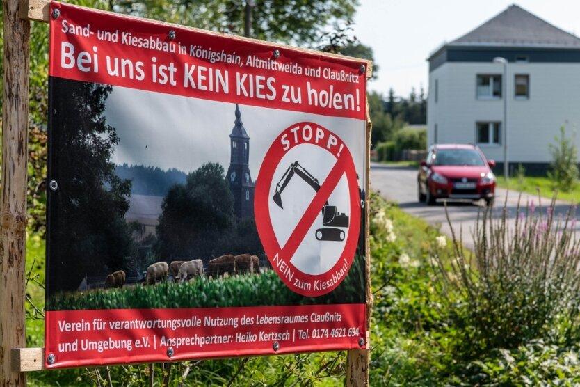 """In Königshain kämpfen Einwohner gegen den geplanten Kies- und Sandabbau am Ortsrand. """"Ich habe Angst um mein Haus"""", sagt Heiko Kertzsch."""