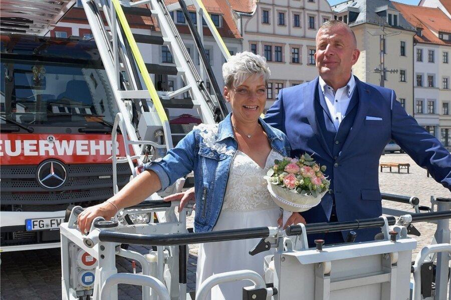 Großeinsatz der Feuerwehr: Überraschung für Hochzeitspaar aus Kleinwaltersdorf in Freiberg