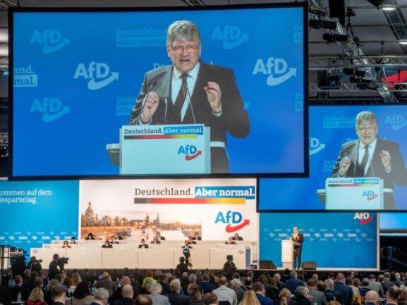 Jörg Meuthen spricht in der Dresdener Messehalle beim Bundesparteitag der AfD zu den Delegierten.
