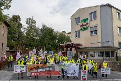 Streik-Kundgebung am Donnerstagabend vor dem Werk von Unilever Auerbach.