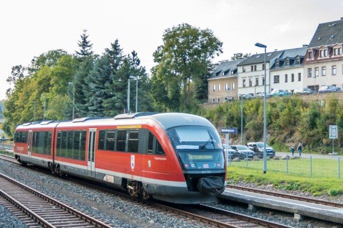 Dass Potenzial besteht, hat das 13. Pobershauer Bergfest bewiesen. Im September vergangenen Jahres verkehrten anlässlich der Feier wieder Züge zwischen Marienberg - hier im Bild: der Bahnhof der Bergstadt - und Pockau-Lengefeld. Das Wochenendangebot war ein voller Erfolg.