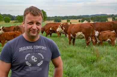 Landwirt Jörg Fritzsch auf einer seiner Weideflächen.