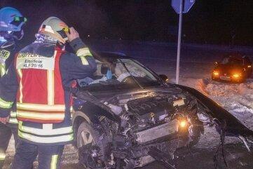 Beide am Unfall beteiligten VW landeten im Straßengraben.