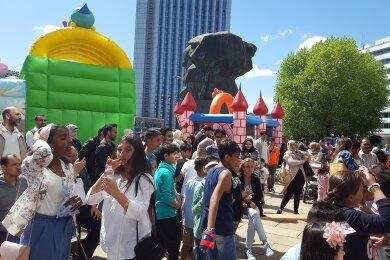 Erstmals wurde am Samstag am Karl-Marx-Monument das muslimische Zuckerfest gefeiert.
