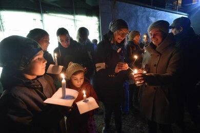Chemnitzer gedachten bei den Lichterwegen 2019 der Pogrome gegen Juden im Nationalsozialismus.
