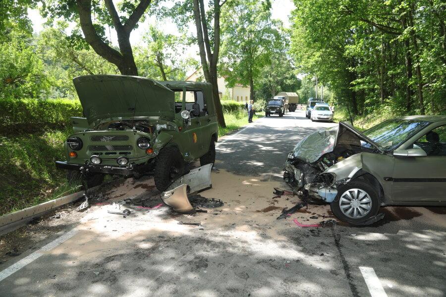 Der Opel war in den Gegenverkehr geraten und dort ...