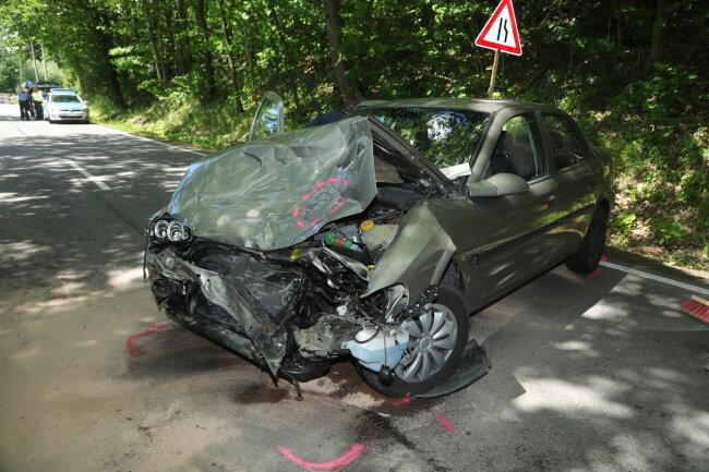 ... mit einem sowjetischen Oldtimer-Geländewagen vom Typ UAS zusammengestoßen.