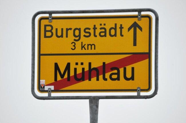 Nicht zum ersten Mal gibt es Diskrepanzen zwischen Mühlau und Burgstädt. Hier ein Symbolfoto mit den beiden Ortsschildern.