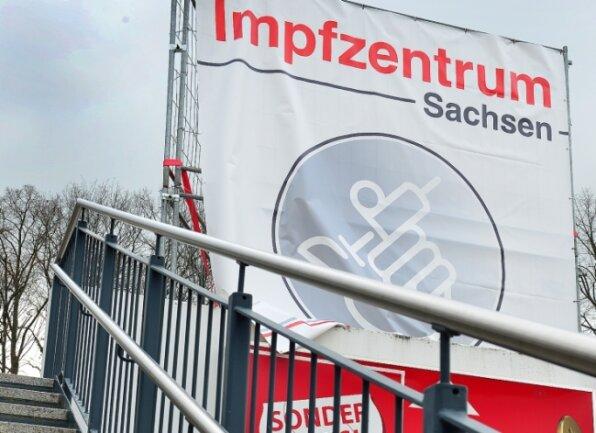 Der Weg zum Impfzentrum im Simmel-Center in Mitteida kann auch zuOstern von den Impfwilligen beschritten werden.