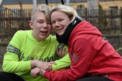 Sie halten fest zusammen: Leon und seine Mutter Romy Kühnert aus Wittgensdorf bei Chemnitz.