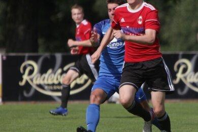 Traf zum zwischenzeitlichen Ausgleich: Philipp Schmuckat und die Langenauer Fußballer erkämpften ein Unentschieden in Radeberg.