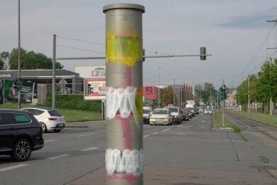 Mehrmals ist der Blitzer an der Kreuzung Zwickauer/Barbarossastraße in den vergangenen Wochen Ziel von Farbattacken gewesen. Eine Reinigung der Anlage ist derzeit nicht geplant.