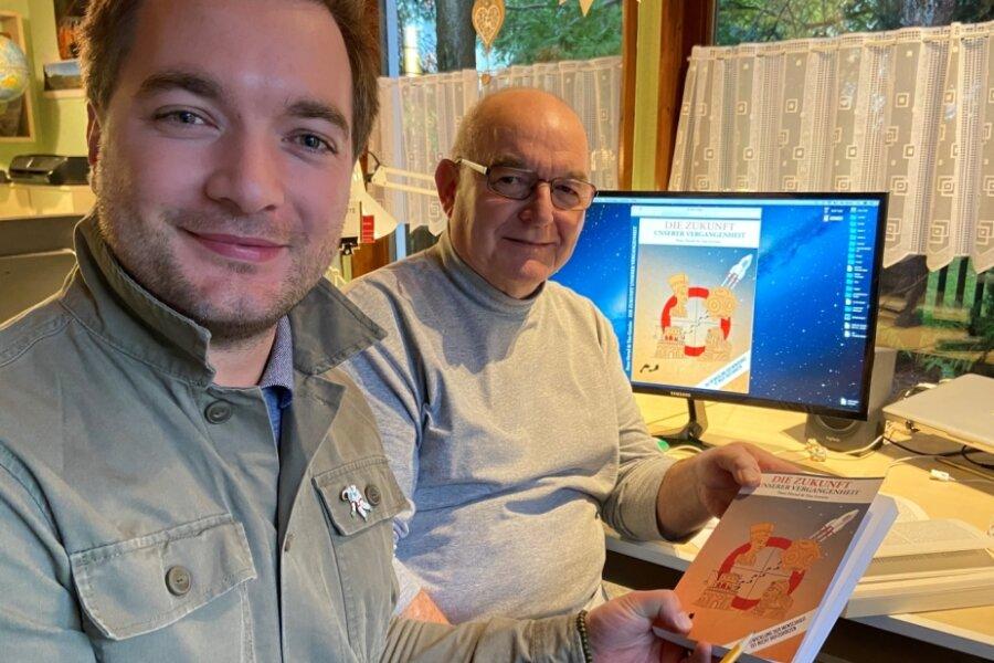 """Tim Gernitz (links) und Peter Hertel haben das Buch """"Die Zukunft unserer Vergangenheit"""" geschrieben."""