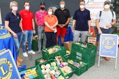 Auf Initiative des Lions Clubs Crimmitschau-Werdau wurden mehr als 250 Kilogramm Lebensmittel an die Zwickauer Tafel gespendet.
