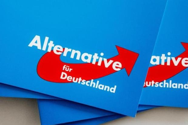 Hängen Wahlplakate illegal in Weischlitz?
