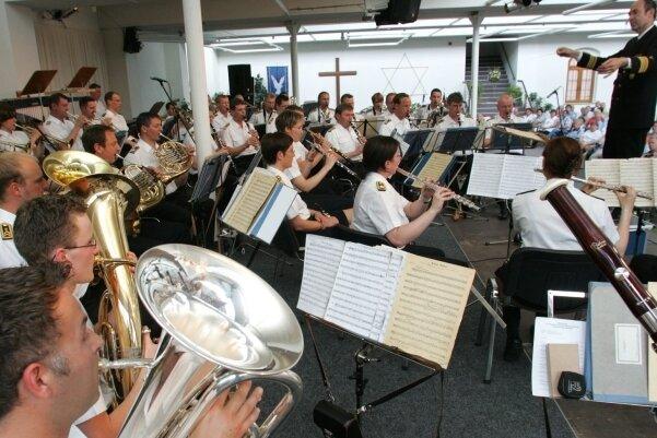 Das Marinemusikkorps Ostsee bei seinem ersten Konzert im Jahr 2008 im Christlichen Glaubenscentrum in Lichtenstein.