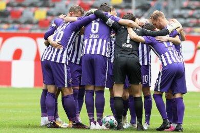 Vor dem Spiel gegen Osnabrück muss sich die Auer Mannschaft noch einmal zusammenraufen.