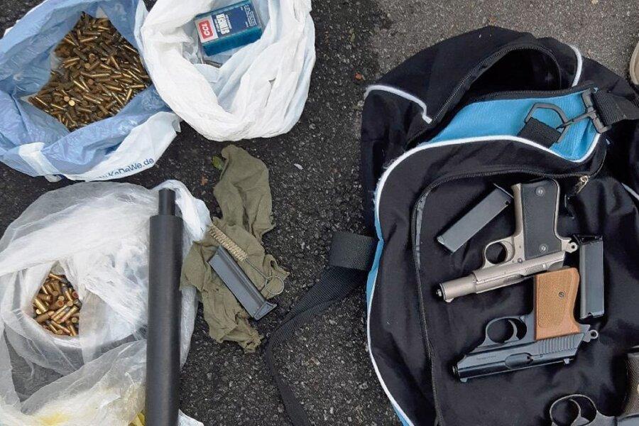In Thermalbad Wiesenbad wurden Waffen und Munition entdeckt.