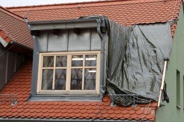 Das notdürftig gesicherte Dach.
