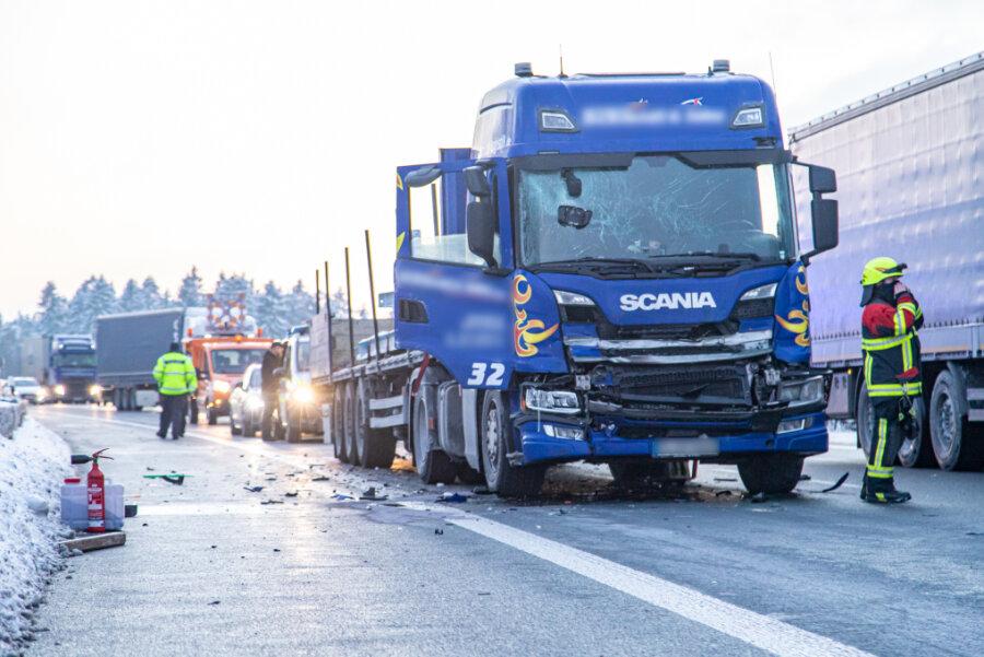Laster kollidieren - A 72 drei Stunden lang voll gesperrt