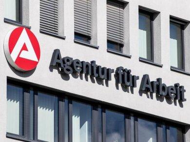 Der Schriftzug der «Agentur für Arbeit» ist am Gebäude der Bundesagentur für Arbeit angebracht.