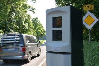 """Der stationäre Blitzer an der Bundesstraße 173 nahe des Gasthofs """"Goldener Stern"""" in Memmendorf hat seit seiner Installation mehr als 3000 Temposünder ertappt."""