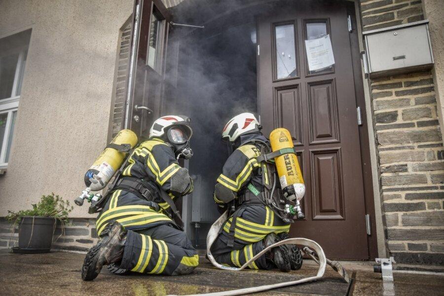 Dichter Rauch im Treppenhaus des Kinderheims - doch es war nur eine Übung.