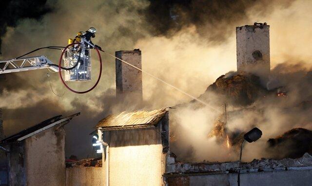 119 Feuerwehrleute waren im Einsatz, um den Brand in dem Marienberger Kälberstall zu löschen