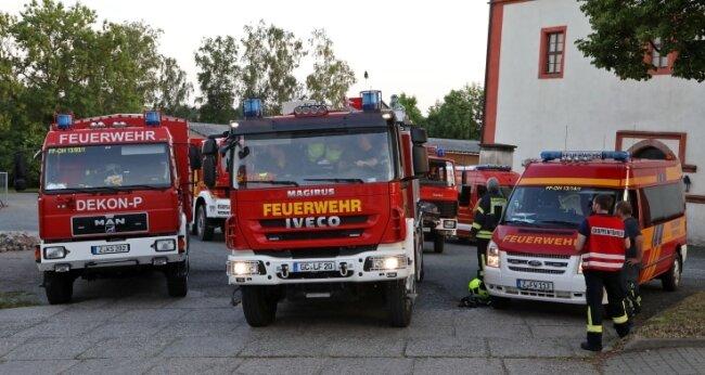 """Die Fläche am """"Roten Stock"""" war Parkplatz für die Feuerwehrfahrzeuge, die aufgrund einer Grünfärbung im Bach alarmiert worden."""