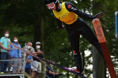 Anna-Fay Scharfenberg vom SC Zella-Mehlis hat in Pöhla die Gesamtführung im Ladies-Alpen-Cup verteidigt. Auch auf der letzten Station der Serie dieses Wochenende in Bischofsgrün zog sie noch mal voll durch.