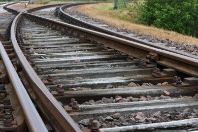 Nach der Hauptuntersuchung im vergangenen Jahr ist klar: Die Anschlussbahn im Glauchauer Gewerbegebiet muss repariert werden.