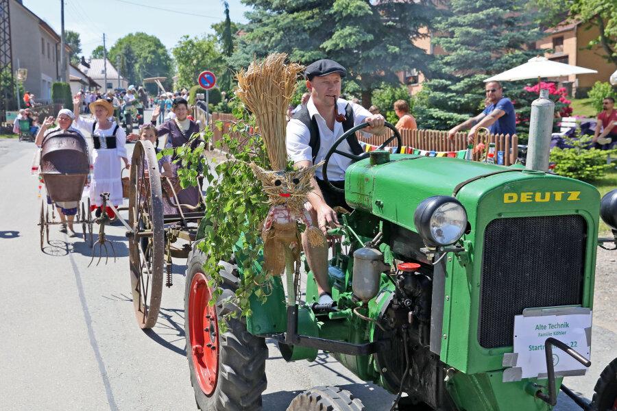 Mehr als 1000 Zuschauer bejubeln Festumzug in Ebersbrunn