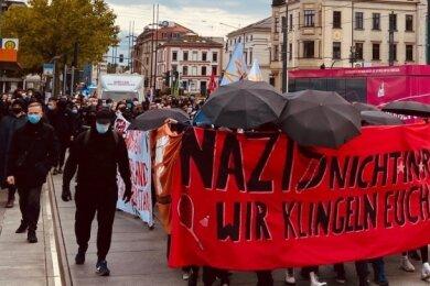Rund 300 Teilnehmer demonstrierten am Samstag gegen rechte Strukturen in Chemnitz. Die Veranstaltung verlief ohne Zwischenfälle.