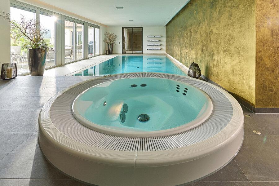 Vergnügen auch im Winter - mit einem privaten Schwimmbad.