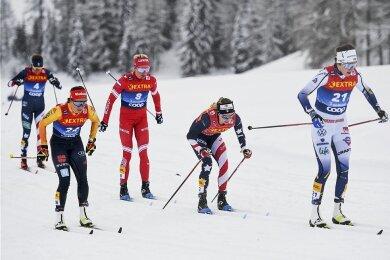 Mittendrin in der Weltspitze: Katharina Hennig (vorn links) mit Tatiana Sorina (Nummer 8) sowie Jessica Diggins auf der Hatz.