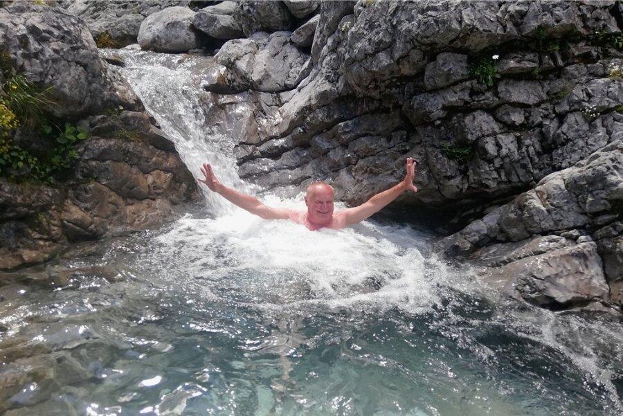 Immer munter rein ins Wasser: Christoph Stölzel an seinem 68. Geburtstag voriges Jahr im Karwendel.
