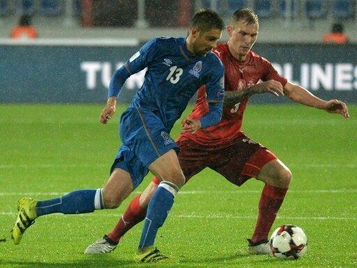 Nasarow (l.) und Aserbaidschan schlagen Färöer 2:0