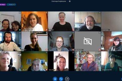 Probenauftakt einmal anders: Mitwirkende bei den Elsterberger Burgfestspielen im kommenden Jahr trafen sich am Wochenende über das Internet zu ersten Besprechungen.