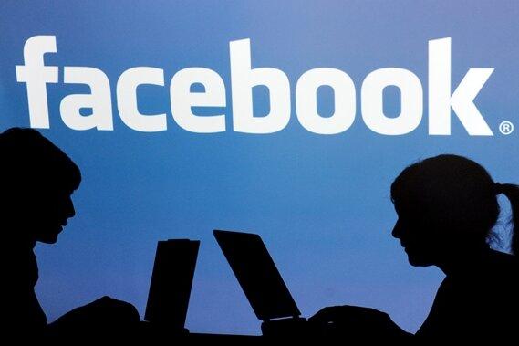 """Facebook plant ein neues Karriere-Netzwerk: Mit """"Facebook at Work"""" sollen sich Mitarbeiter untereinander austauschen können."""