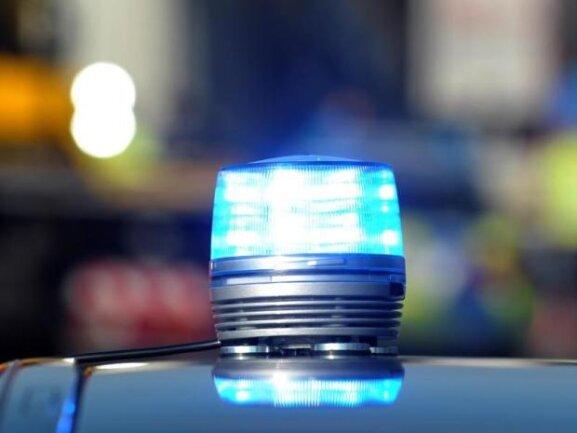 Die Polizei in Freiberg nimmt Hinweise unter 037322 15-100 entgegen.
