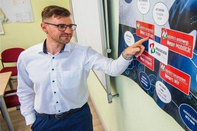 Der Neukirchener Bürgermeister Sascha Thamm will seine Gemeinde über ein Projekt zu einem Vorreiter bei der Digitalisierung machen.