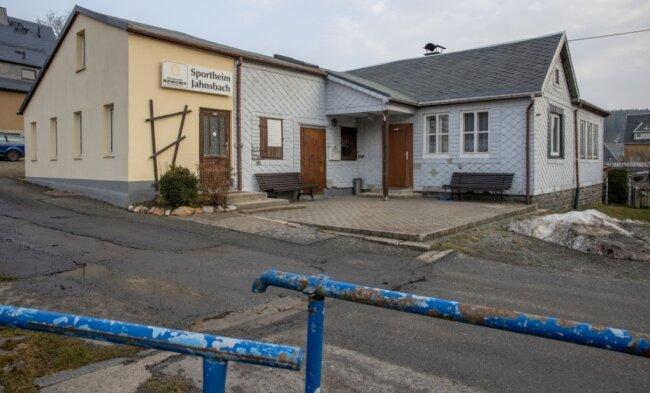 Das Geld aus der ersten Versteigerung soll auch zum Erhalt des Sportheims in Jahnsbach beitragen.