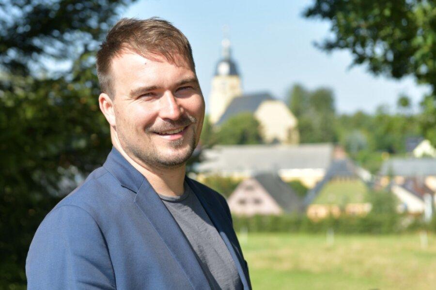 Der gebürtige Großhartmannsdorfer Philipp Preißler bewirbt sich um den Bürgermeisterposten in seinem Heimatort. Er ist verheiratet, hat zwei Söhne und fährt ab und an mit dem E-Bike nach Freiberg zur Arbeit.