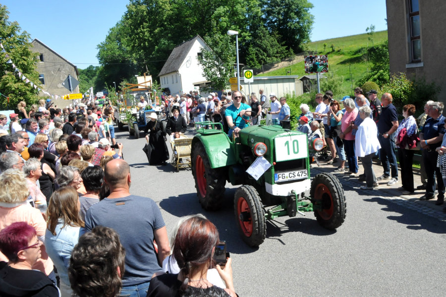 Traktorsound begeistert Festgäste in Striegistal