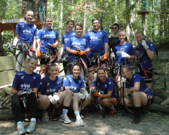 Ungewöhnlicher Saisonauftakt: Die Handballerinnen des SV Rotation Weißenborn starteten am Sonntag im Kletterwald in Kriebstein in die Vorbereitung auf die neue Sachsenliga-Saison.