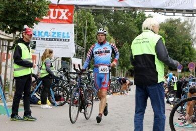 Ist das nicht? Ja, er war es: Lutz Oeser, der Geschäftsführer der Sachsenring Event GmbH, startete in Zwickau auf der Jedermann-Distanz.