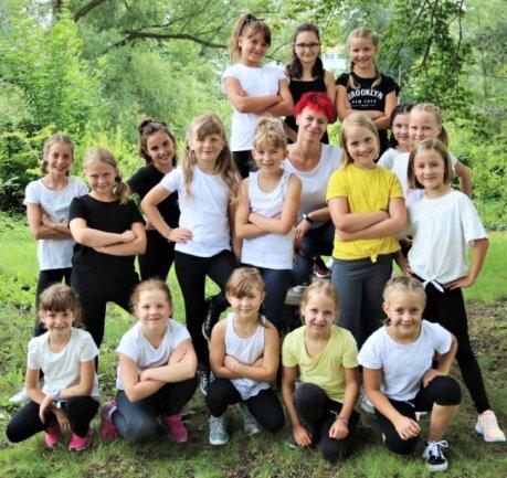 Vor dem Sommerfest an der Georgenkirche Flöha waren Tanzmäuse des Nachwuchsfördervereins ziemlich aufgeregt. Aber machten ihre Sache sehr gut und erhielten viel Applaus.
