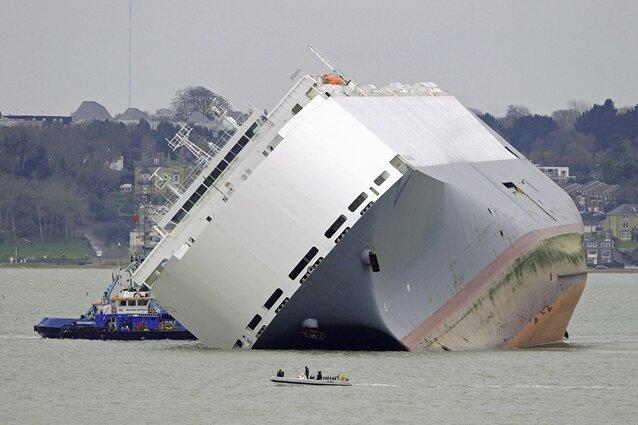 Besatzung setzte Frachter absichtlich auf Grund - Bergung gestaltet sich schwierig