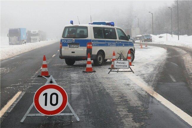 Am Übergang Reitzenhain fanden zuletzt schon Kontrollen statt. Ab Montag wird der Verkehr weiter eingeschränkt.
