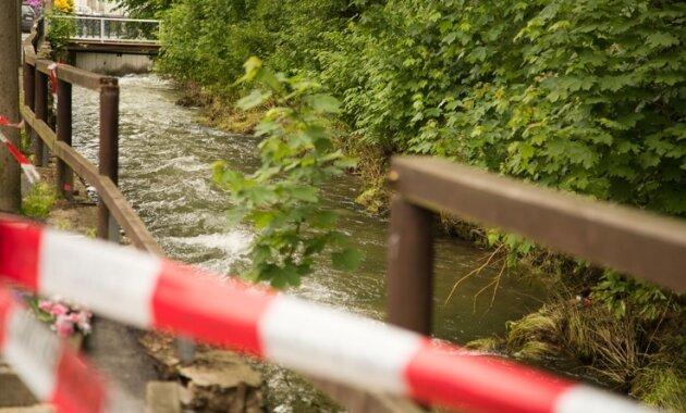 Tödlicher Unfall: 78-jähriger Herolder stürzt in Dorfbach